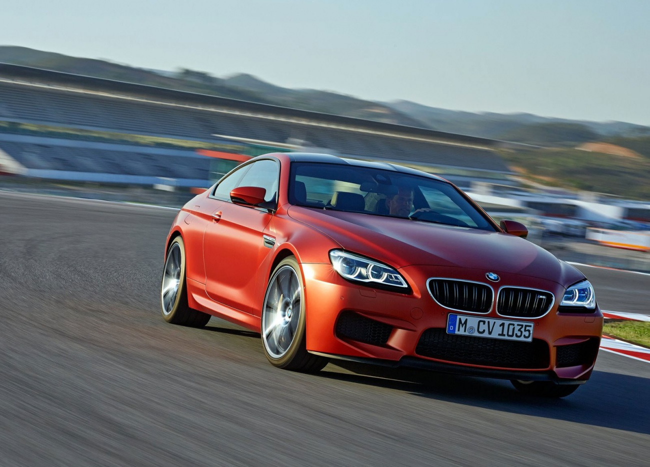 2015_BMW-M6-Coupe_05