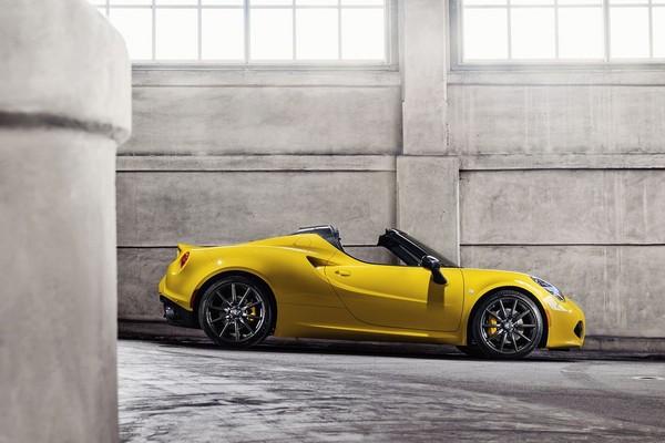 S7-Detroit-2015-Alfa-Romeo-presente-officiellement-le-4C-Spider-342065