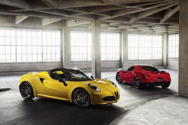 S7-Detroit-2015-Alfa-Romeo-presente-officiellement-le-4C-Spider-342076