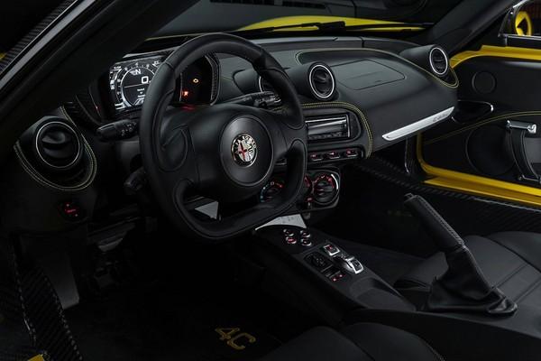 S7-Detroit-2015-Alfa-Romeo-presente-officiellement-le-4C-Spider-342078