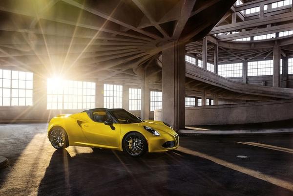S7-Detroit-2015-Alfa-Romeo-presente-officiellement-le-4C-Spider-342111