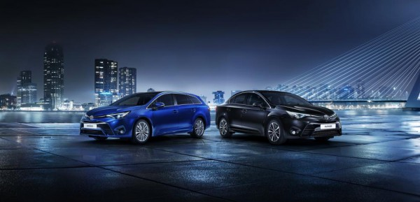 zoom-toyota-avensis-restylee-2015-officiel (1)