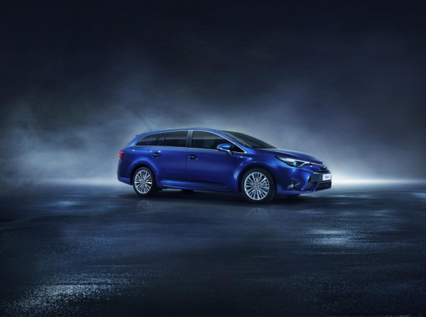 zoom-toyota-avensis-restylee-2015-officiel
