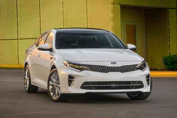 S7-Salon-de-New-York-la-nouvelle-Kia-Optima-totalement-devoilee-349952