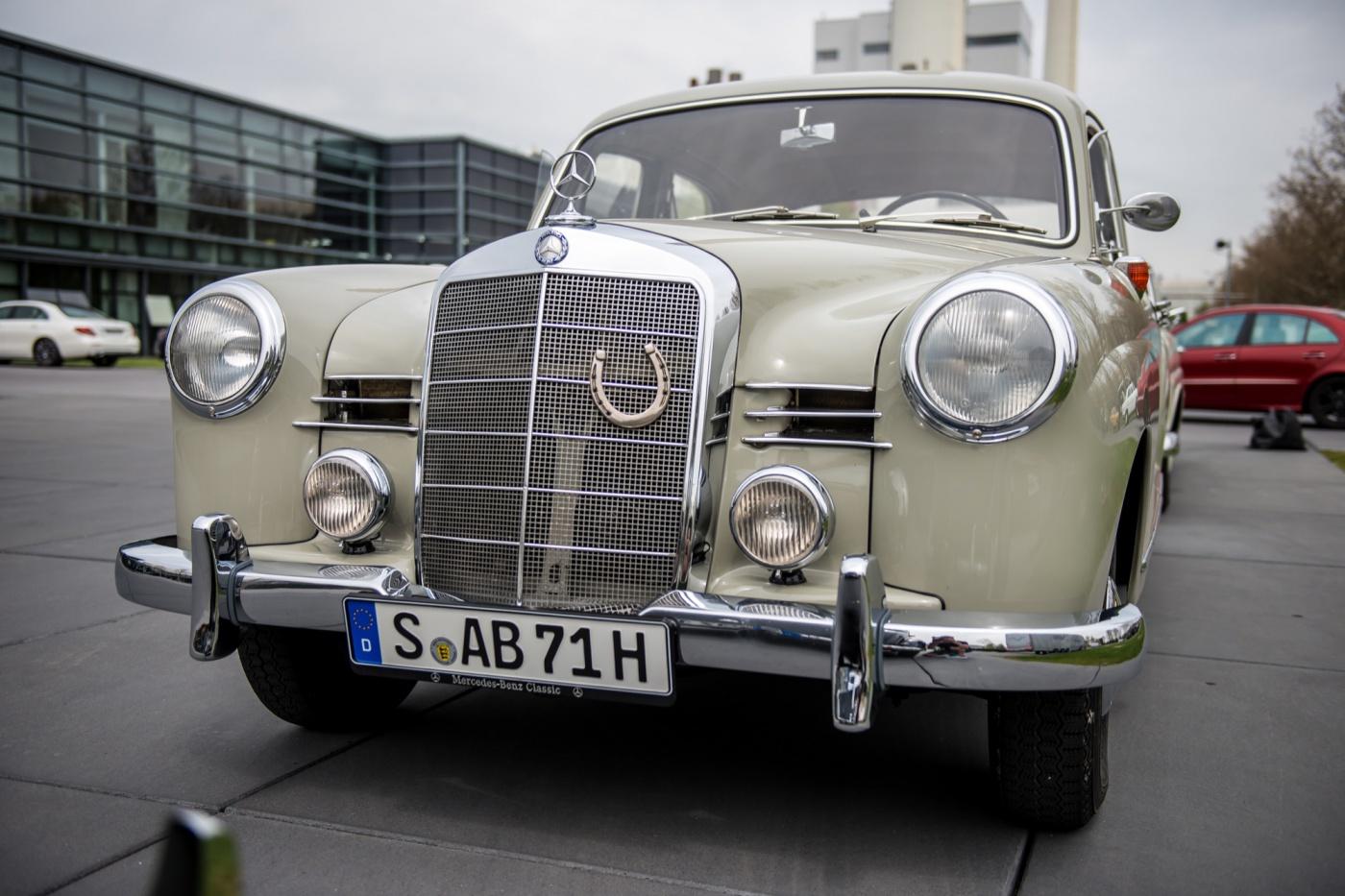 Mercedes-E-Class-Insight_2016_Gonzague-6 - W120
