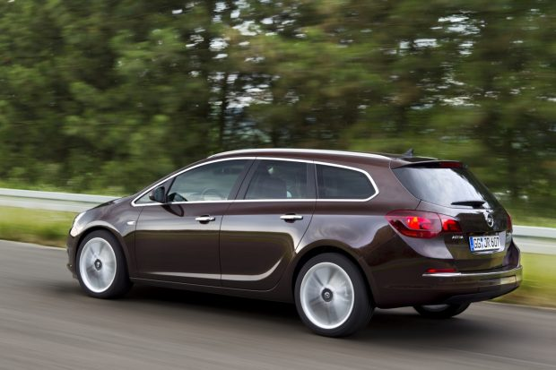 Opel-Astra-J-Sports-Tourer-2010