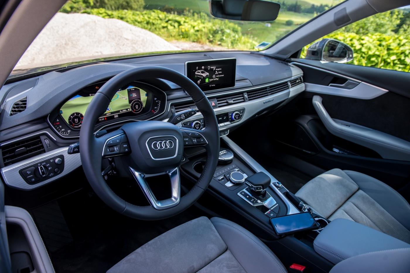 Tableau de bord et intérieur de l'Audi A4 Allroad 2016