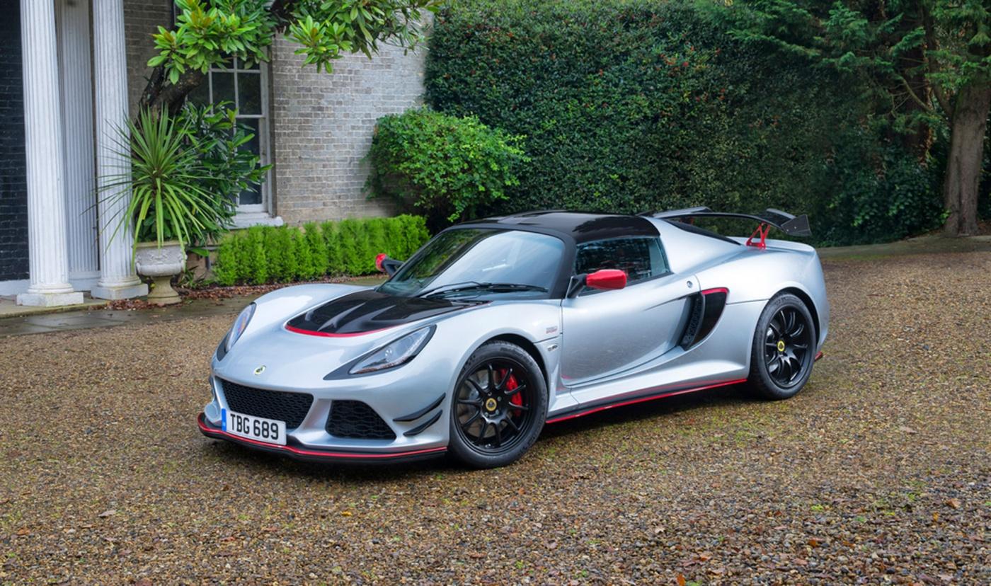 La Lotus Exige Sport 380 pousse le concept à l'extrême : 380 chevaux, 1100 kg, 90 000 €. Une super affaire pour bouffer de la supercar ! Série limitée à 50 exemplaires.