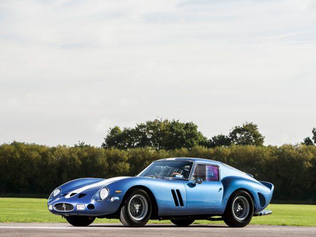 Le vendeur britannique de voitures de collection vient de faire entrer dans son stock cette voiture mythique. Cette 250 GTO de 1962, châssis 3387GT, fut la première engagée en compétition et termina la même année les 24 Heures du Mans en 6 ème position. On ne connaitra probablement jamais son prix de vente, mais il pourrait facilement dépasser les 50 millions d'euros.